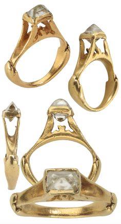 Clerk Roman Octahedral Diamond Ring, Roman Empire, second half of - early A. Roman Jewelry, Old Jewelry, Jewelry Art, Antique Jewelry, Vintage Jewelry, Jewelry Design, Medieval Jewelry, Ancient Jewelry, Empire Romain