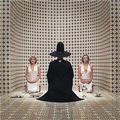 Scena iniziale di The Holy Mountain/La montagna sacra di Alejandro Jodorowsky (1973)