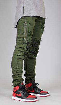 Fit : Slim Fit - Contour paneling leather under destroies - YKK zip fly - Distressed patches - Five pocket styling - Slim tapered leg silhouette - Fake zipper welt pockets on right leg - Belt loops wi