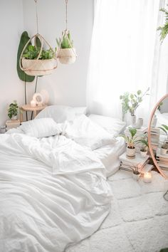 In the era of sleek, modern design, rustic style is still favored for its old-school charm. Rustic bedroom furniture, for example, reflects the simpler and homie appeal of a farmhouse. Minimal Bedroom, Modern Bedroom, Trendy Bedroom, Home Bedroom, Bedroom Decor, Warm Bedroom, Bedroom Inspo, Summer Bedroom, Bedroom Inspiration