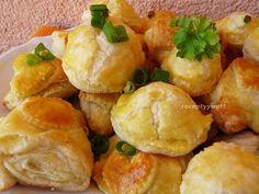 Lístkové chuťovky s bryndzovou plnkou Vegetable Side Dishes, Potato Salad, Food And Drink, Potatoes, Pizza, Snacks, Vegetables, Ethnic Recipes, Lunch Ideas