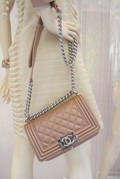 1a5f2a53e58 Chanel Bag Chanel Boy Bag, Chanel Pink, Trendy Handbags, Chanel Paris, Hijab