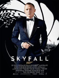Skyfall est un film de Sam Mendes avec Daniel Craig, Judi Dench. Synopsis : Lorsque la dernière mission de Bond tourne mal, plusieurs agents infiltrés se retrouvent exposés dans le monde entier. Le MI6 est attaqué, et M est ob