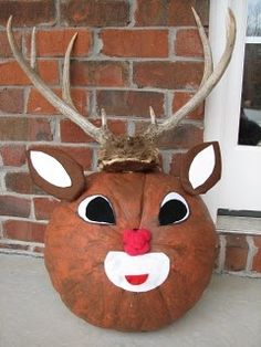 Rudolph the Red Nosed Reindeer pumpkin. Christmas Pumpkins, Diy Christmas Ornaments, Christmas Art, All Things Christmas, Halloween Pumpkins, Halloween Crafts, Xmas, Pumpkin Books, Pumpkin Art