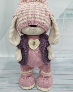 48 ideas knitting animals free gifts for 2019 Crochet Baby Hats Free Pattern, Crochet Doll Pattern, Crochet Toys Patterns, Doll Patterns, Loom Animals, Knitted Animals, Crochet Rabbit, Crochet Bunny, Knitted Dolls