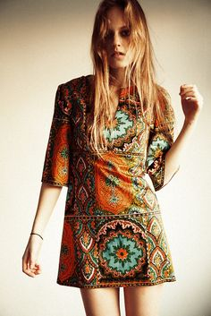 TatiTati Style: boho chic shift dress with a fabulous orange and turquoise bohemian print: bit short for me but would wear it like a tunic Hippie Style, Mode Hippie, Ethno Style, Bohemian Style, Bohemian Print, Ethnic Print, Gypsy Style, Boho Chic, Estilo Hippy