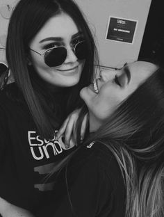Read me espantaste from the story ME ENAMORÉ G! Cute Lesbian Couples, Teen Couples, Lesbian Love, Friend Pictures, Couple Pictures, Girls In Love, Cute Girls, Girlfriend Goals, Insta Icon