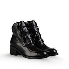 Faux leather #black #boots with chunky block heel and lace up fastening by Stella Mccartney.