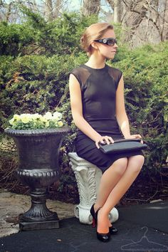 New Outfit Post: I let the inspirations of Audrey Hepburn lead me in a simple Breakfast At Tiffany's outfit. www.stepinsidemycloset.com Featuring: @Tiffany & Co. @L E TOTE @Kate Mazur spade new york and more.