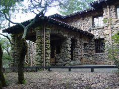 in Glen Ellen is a memorial to the author of Call of the Wild and White Fang. Once a part of the writer's Beauty Ranch, the site preserves a museum, the remnants of London's dream house, a bathhouse, ranch buildings, and his grave. Visitors can enjoy scenic hikes through fir and oak forests.