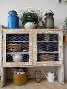 ... Chicken Wire, Kitchen Cart, Bathroom Medicine Cabinet, Countryside, Projects, Home Decor, Ideas, Style, Concrete Kitchen