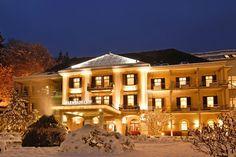 Das Hotel Warmbaderhof in Villach im Winter - Foto: © Warmbaderhof Hotels, Spa, Das Hotel, Mansions, House Styles, Home Decor, Villach, Warm Bathroom, Vacation