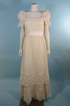 "Vintage 60s Cream Lace Mod Baby Doll Empire Waist Wedding Gown/Romantic Puff Short Sleeve Victorian Revival Maxi Dress 27"" Waist S"