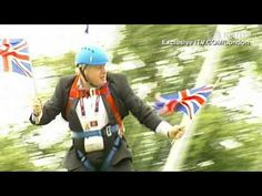 Here's The Video Of London Mayor Boris Johnson Getting Stuck On The Zip Wire