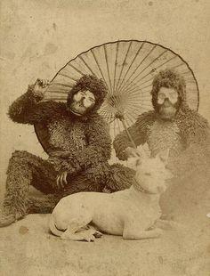 Family portrait / #oddities #weird #curiosities #bizarre