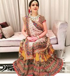 Giving style cues to mothers /mami's of the bride . elegant Nita Ambani is for the mummy's ! Indian Wedding Outfits, Bridal Outfits, Indian Outfits, Indian Clothes, Designer Bridal Lehenga, Indian Bridal Lehenga, Indian Sarees, Indian Designer Outfits, Designer Dresses