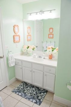 EN SUITE TOUCH UP, WALL COLOUR Mint for main Bath- over mirror lights for en suite