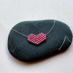 Free beaded heart charm pattern and instructions