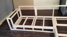 Estruturas de madeira para estofados/ Wooden frame for upholstery Diy Cardboard Furniture, Woodworking Furniture, Pallet Furniture, Furniture Making, Cheap Furniture, Sofa Design, Furniture Design, Wardrobe Design Bedroom, Diy Couch
