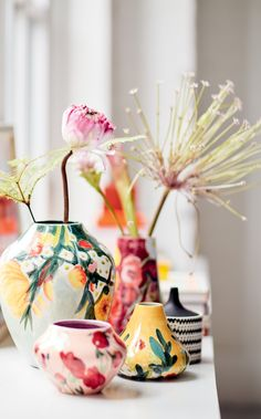 An intricately painted vase covered in florals that just might outshine the supermarket flowers you place in it. 37 Things For Your Living Room You'll Probably Wish You'd Bought Years Ago Vase Centerpieces, Vases Decor, Decorating With Vases, Table Decorations, Ceramic Pottery, Ceramic Art, Slab Pottery, Ceramic Bowls, Pottery Pots