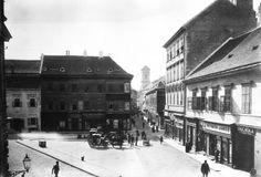 Váci utca a mai Március 15. tér felől dél felé nézve, háttérben az Angolkisasszonyok temploma, előtérben az ekkori Rózsa tér. A felvétel 1895 körül készült.