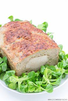Dziś mam dla Was pyszną pieczeń z polędwiczką wieprzową, która jest świetną alternatywą dla tradycyjnej pieczeni rzymskiej. Ja przygotowałam do niej chrzan i