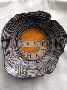 LOVEHATE Clay Bowl, Plate Display, Ceramics Projects, Teller, Decoration, Ceramic Pottery, White Ceramics, Sculptures, Objects
