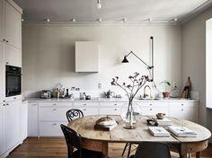 75 Vintage Dining Table Design Ideas DIY – Best Home Decorating Ideas Scandinavian Apartment, Scandinavian Home, Kitchen Dining, Kitchen Decor, Kitchen Ideas, Design Kitchen, Rustic Kitchen, Nordic Kitchen, Neutral Kitchen