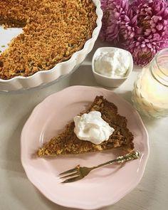 Ha ősz, akkor almás pite! :) Rengeteg módon el lehet készíteni, én most egy hagyományos verziót alakítottam át alakbaráttá. Remélem annyira ízlik majd Nektek is, ahogy Nekem is. Hozzávalók: A tésztához: 400 gramm szénhidrát csökkentett (vagy bármilyen) liszt 100 gramm poreritrit 1 csipet só 2… Low Carb, Healthy Recipes, Desserts, Food, Tailgate Desserts, Deserts, Essen, Healthy Eating Recipes, Postres