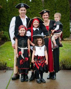 eine Piratenfamilie geht zum Karneval
