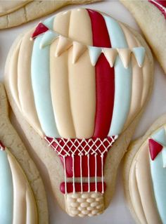 Hot air balloon cookies from Oh Sugar Events Summer Cookies, Fancy Cookies, Iced Cookies, Cute Cookies, Royal Icing Cookies, Cupcake Cookies, Cookies Et Biscuits, Cookie Favors, Flower Cookies