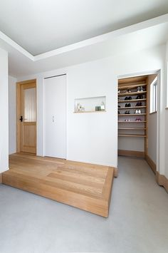 rrive home, put off the shoes, and have a pair one , then walk out from another door into the house. I like this kind of arrangement. Minimalism Interior, Home Interior Design, House Design, House Styles, House Plans, House Interior, Home, House Entrance, Cozy House