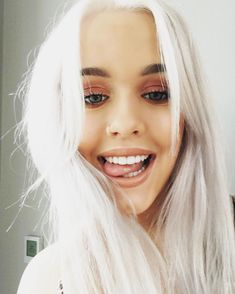 Happy Birthday Lottie Tomlinson: Here's Why We Love You! Icy Blonde, White Blonde, White Hair, Blonde Hair, Silver Platinum Hair, Platinum Blonde, Lottie Tomlinson, Tomlinson Family, One Direction Pictures
