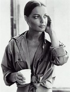 Romy Schneider – Carefully selected by GORGONIA www.it Romy Schneider – Carefully selected by GORGONIA www. Romy Schneider, Jeanne Moreau, Alain Delon, Hollywood Fashion, Hollywood Actresses, Famous Faces, Belle Photo, Ikon, Foto E Video
