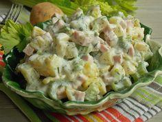 Ziemniaczana sałatka z selerem naciowym i szynką – KuchniaMniam