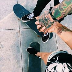 Skaters who skate together stay together Skater Couple, Skater Boys, Cute Couples Goals, Couple Goals, Couple Pics, Skate And Destroy, Skate Girl, Couple Aesthetic, Burton Snowboards