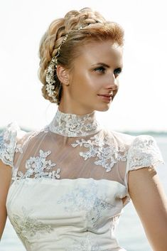 Looking for wedding hairstyles that make your hair fuller and thicker? Check out our best collection of wedding hairstyles for thin hair! Hairstyles With Bangs, Easy Hairstyles, Wedding Hairstyles, Wedding Hair And Makeup, Bridal Hair, Hair Wedding, Thin Hair Updo, Long Hair, Wedding Website Examples