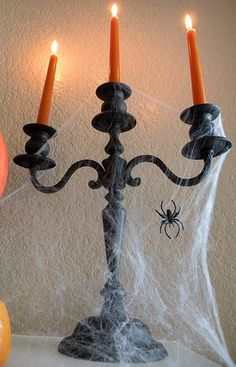 Halloween decorating ideas and tips. i know its far away but im excited. haha More decoraciones halloween ideas Casa Halloween, Halloween Horror, Halloween Party Decor, Holidays Halloween, Halloween Crafts, Happy Halloween, Whimsical Halloween, Halloween Garland, Halloween Inspo