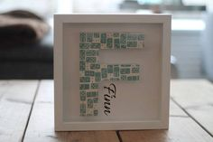 Ingelijste houten letter Finn. Voor €23,50 heb je je eigen ingelijste houten letter met naam. een superpersoonlijk kraamkado voor de kinderkamer/babykamer