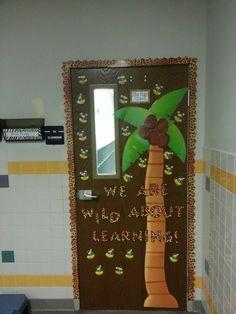 Jungle classroom door Jungle Classroom Door, Rainforest Classroom, Rainforest Theme, Future Classroom, Jungle Door, Display Boards For School, School Displays, Classroom Displays, Classroom Themes
