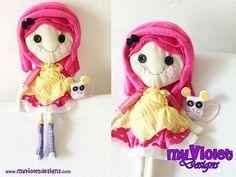 hacemos todas las muñecas lalaloopsy en tela, artesanales, con vestidos, y sus amigos, también hacemos otras decoraciones con los mismos personajes, personalizados, myvioletdesigns.com