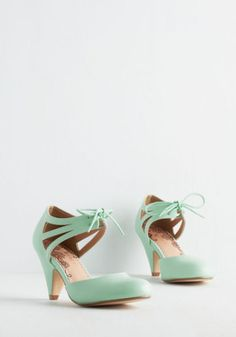 Restricted Vintage Inspired Shimmy My Way Heel in Mint