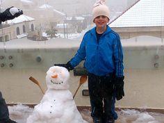 @Deema22: Finally we made a snowman. lovely weather .Enjoy it guys to the Max #jo #Jordan #Futurejo #snowjo