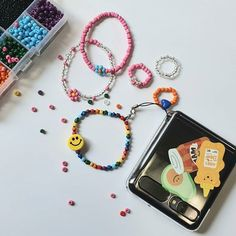 Cute Jewelry, Beaded Jewelry, Jewelry Accessories, Handmade Jewelry, Pony Bead Bracelets, Pony Beads, Kpop Diy, Daisy Bracelet, Accesorios Casual