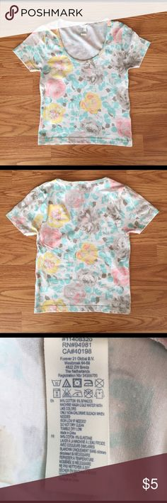 Forever 21 floral crop top Forever 21 floral crop top. Pastel floral pattern. Fits tight. Forever 21 Tops Crop Tops