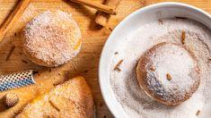 Letošní masopust už je sice za námi, určitě ale nebude na škodu připomenout si sladký symbol masopustu: koblihy. Ty totiž tradičně symbolizují slunce atoho není nikdy dost. Prozařte si víkend omamnou vůní čerstvě nasmažených koblih! Churros, Cornbread, Ethnic Recipes, Nebo, Millet Bread, Corn Bread, Churro