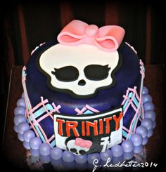 Items similar to 1 x Large Fondant Edible Girly Skull Cake Topper on Etsy Fondant Cake Toppers, Monster High, Projects To Try, Birthday Cake, Skull, Girly, Handmade Gifts, Desserts, Etsy