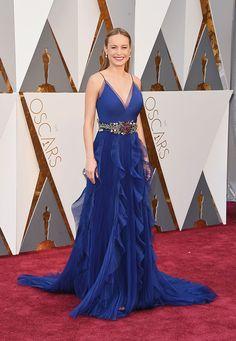 Brie Larson de Gucci azul de alcinha