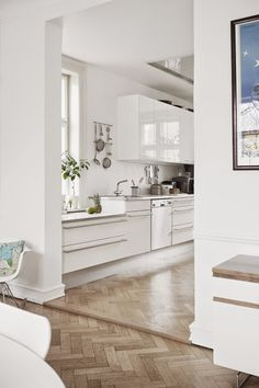A striking Danish home with a calm feel (my scandinavian home) - The Sense of Scandinavia is built of vast landscapes and raw seasons, of cosy shared moments… - Parquet Flooring, Wooden Flooring, Kitchen Flooring, Ceramic Flooring, White Flooring, Garage Flooring, Bedroom Flooring, Stone Flooring, Planchers En Chevrons