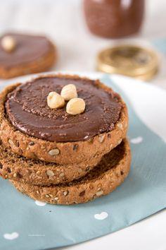 maak zelf hazelnootpasta! Deze homemade versie van nutella is een flink stuk gezonder.